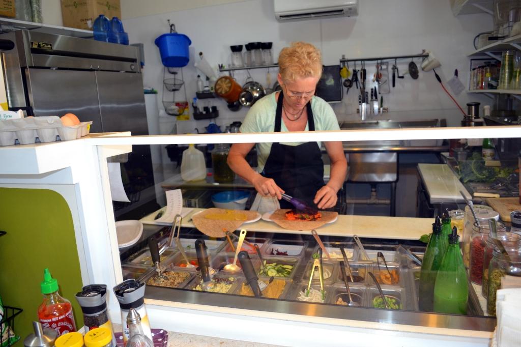 Delisheeeyo Salad Wrap Bar